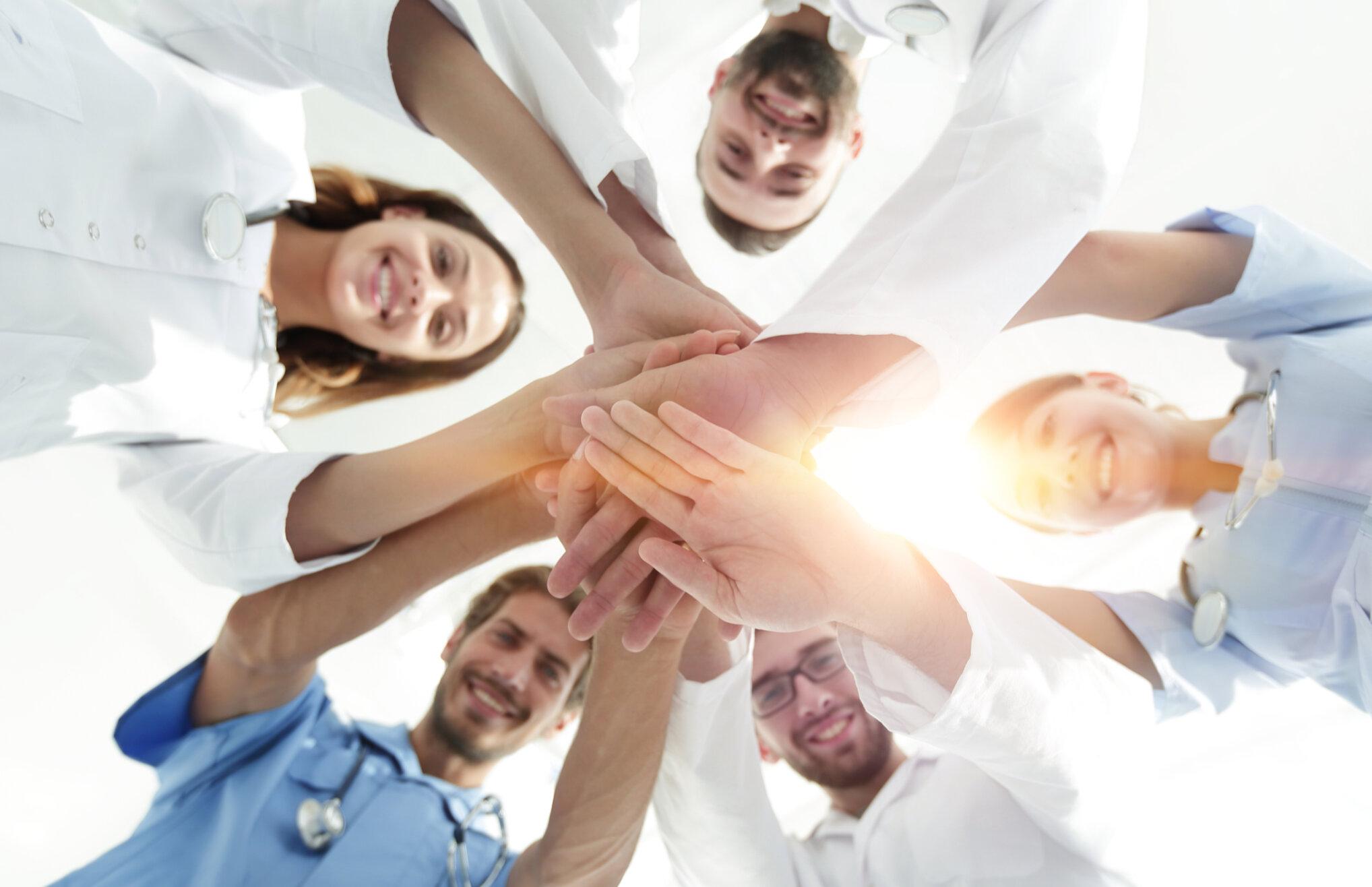 Vertikal Helse N2 1029420874 medisinsk team